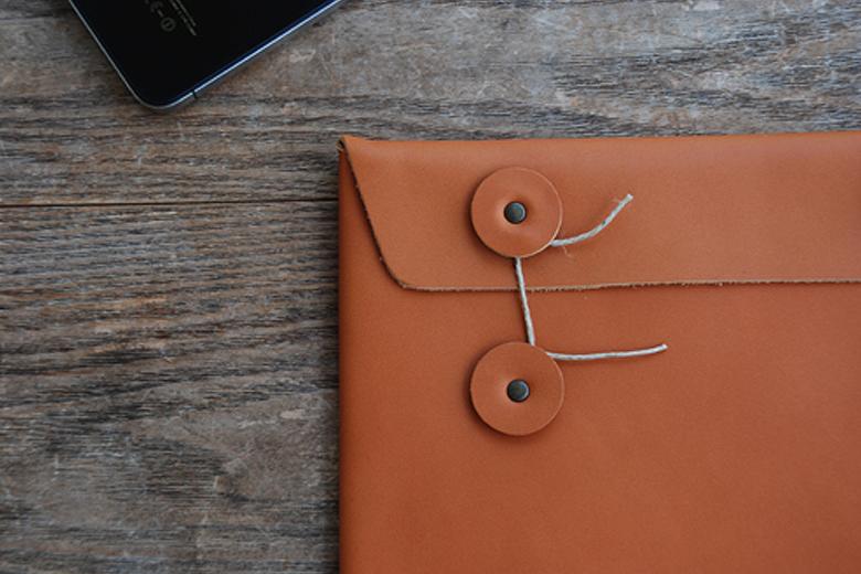 牛革の封筒iPadケース / アンチアトムス
