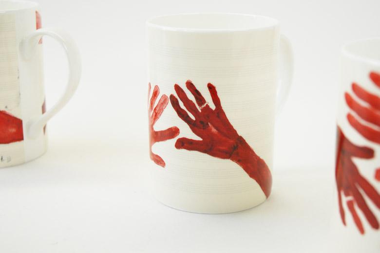 作品「10AM is when you come to me」の手4種をプリントしたマグカップセット / ルイーズ・ブルジョワ