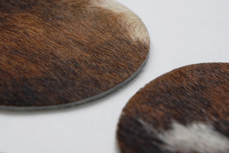 牛の毛皮のコースター / セ・クォア