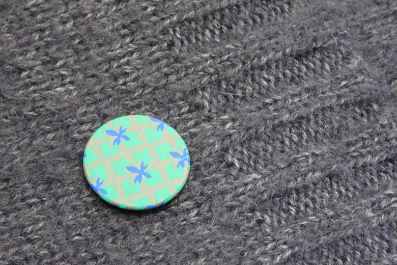 シルク印刷の花のブローチ (シルク・プリンテッド・フラワー) / レババ