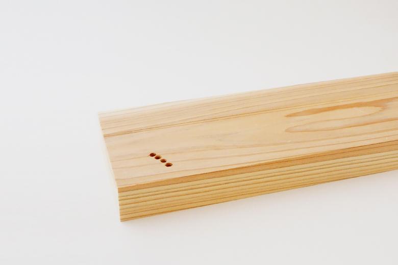 フォークの刺さったウッドボード