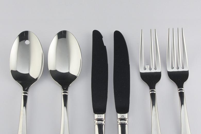 70%ゆっくりと食事を楽しむカトラリー / オンカー・クラー・シン
