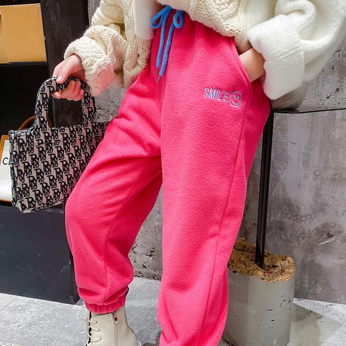 営業日は正午まで当日発送 カラーパンツ スウェット ロングパンツ モコモコ スマイル ピンク/パープル/オレンジ/ブラック 防寒 寒さ対策 暖かい あったかい 冬 おしゃれ 個性的 カジュアル ヒップホップ ダンス衣装 女の子 キッズ ジュニア ネコポス配送(275円)可能