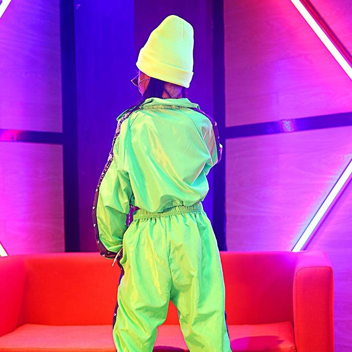 取寄せ納期約2〜3週間 ウィンドブレーカー ネオングリーンジャケット 長袖 長そで ジャケット ブルゾン ジャンパー ジッパー トレンド アウトドア スポカジ フェス 野外スポーツ ダンス 衣装 ヒップホップ ダンス衣装 hiphop ガールズ 子供 衣装 ネコポス配送(275円)可能