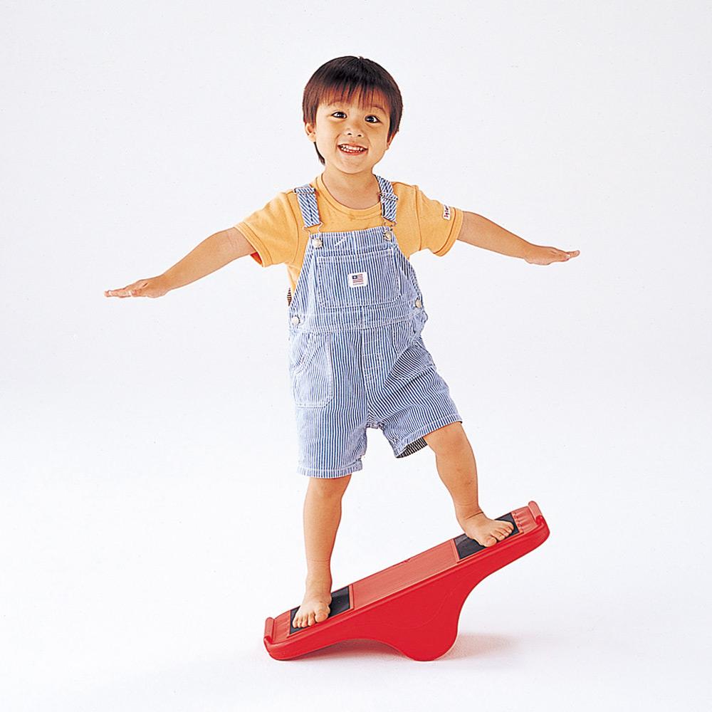 遊びながらバランス感覚の向上に バランス シーソー はだしゆれるシーソー