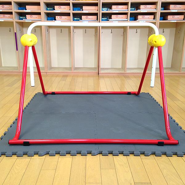 鉄棒 室内 ツムラこども鉄棒 耐荷重70kg 組立不要 高さ70cmから 日本製 逆上がりのコツDVD付