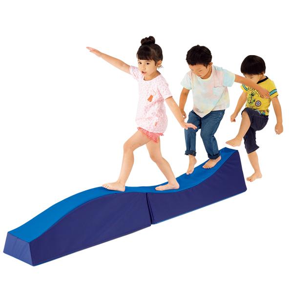 バランス感覚の向上に ウレタン素材の平均台 子供用 バランス遊具 やわらか平均台・ウェーブ