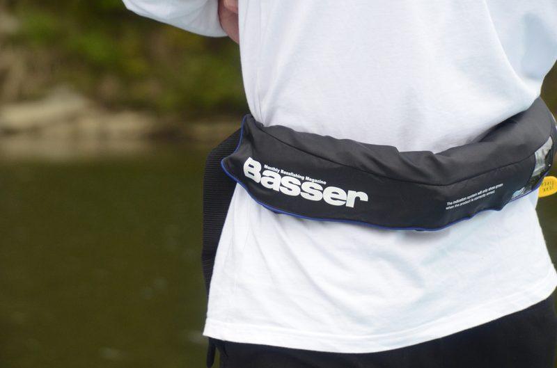 Basserロゴ入り膨脹式ライフジャケット(水感知機能付き)