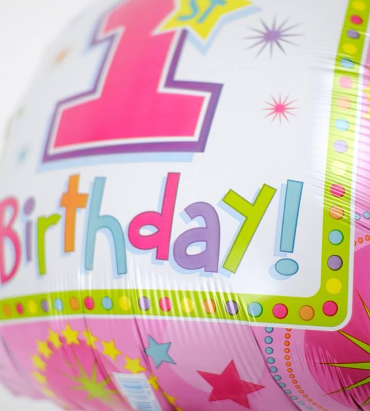 カップケーキのファーストバースデー【1才の誕生日のバルーン電報・女の子】