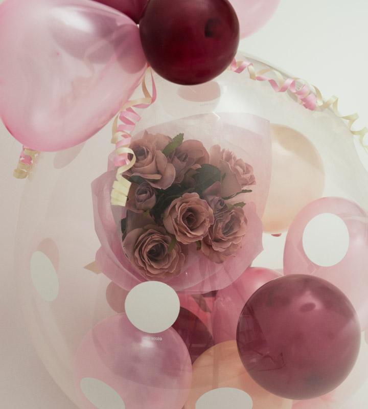 シックなダスティピンクローズのラッピングバルーン【お祝いやパーティーのバルーン電報・装飾】