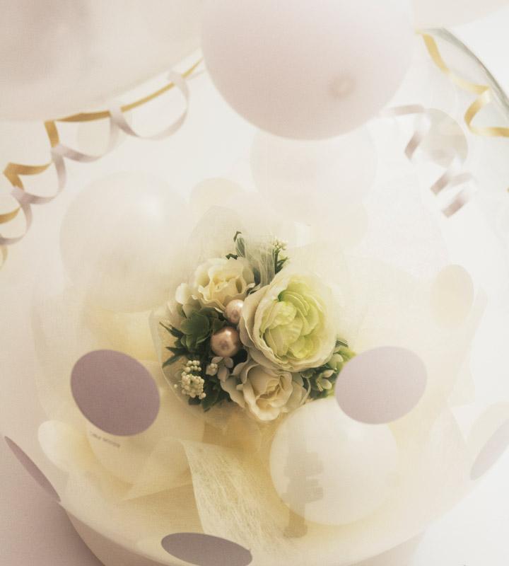ホワイト系アレンジメントのラッピングバルーン【お祝いやパーティーのバルーン電報・装飾】