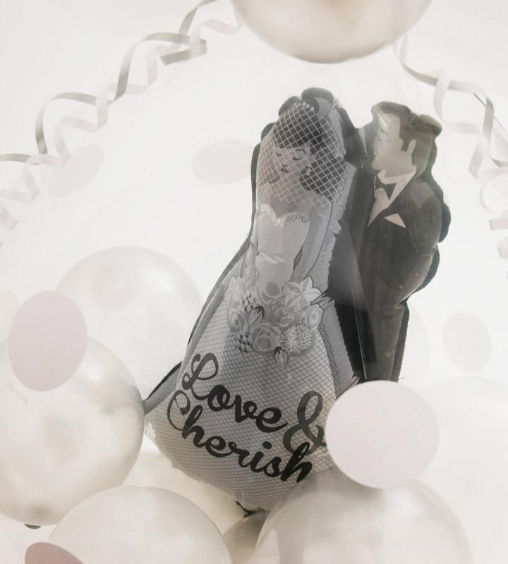 ウェディングカップルのシルバーラッピングバルーン【結婚式のバルーン電報】