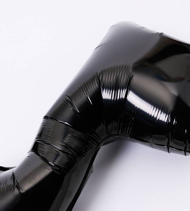 大きなブラックの8分音符と4連音符バルーン【ピアノやバレエの発表会のバルーン電報】