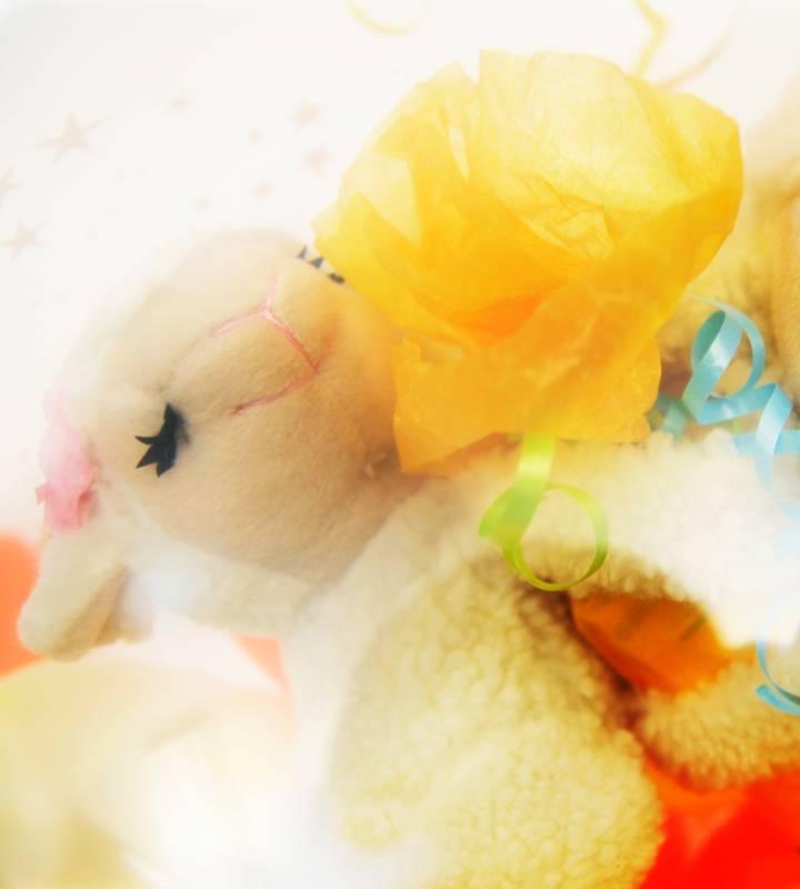 ラッピングバルーン♪仲良しラブシープ(ひつじちゃん)が届けるおむつケーキ♪【出産祝いのバルーン電報】