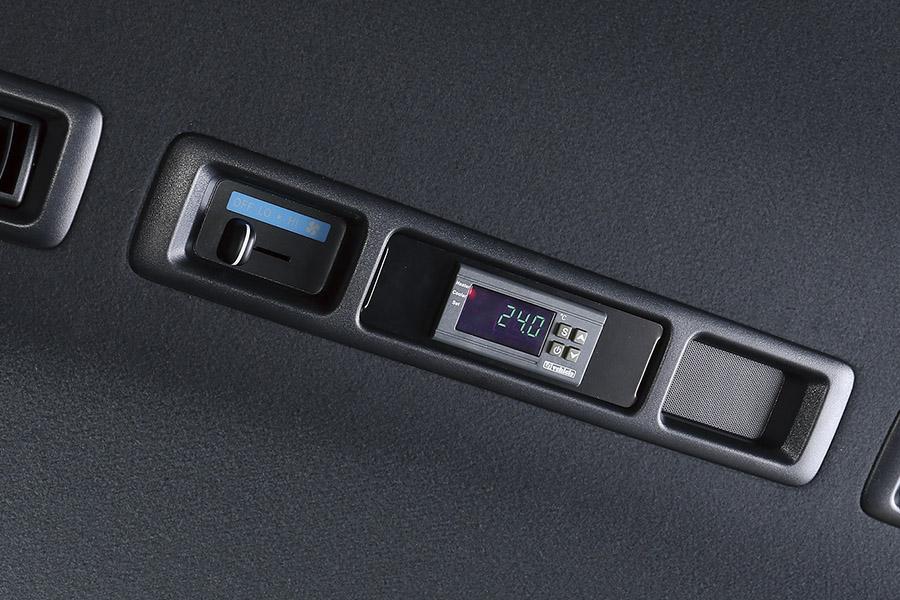ハイエース 200系<br>リアクーラー&リアヒーター コントローラー バージョン2