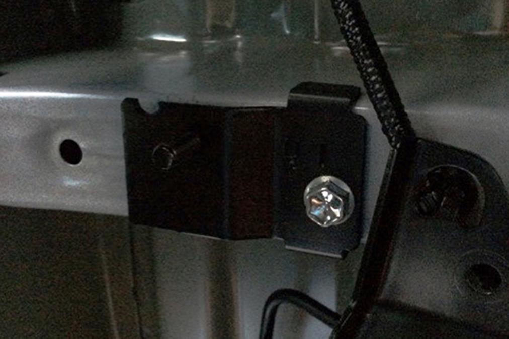 ハイエース 200系 VSC装着車専用<br>ブレーキホース移動ブラケット