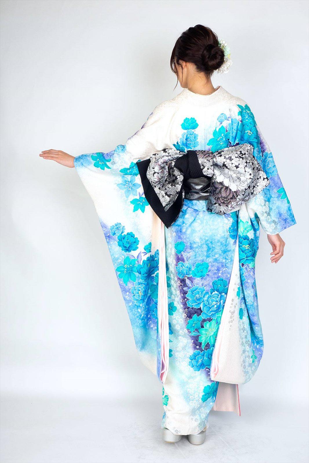 【成人式】 [安心の長期間レンタル]【対応身長155cm〜170cm】【正絹】レンタル振袖フルセット-606|正統派|キュート|花柄|百合|牡丹|白|青|水色|地模様|