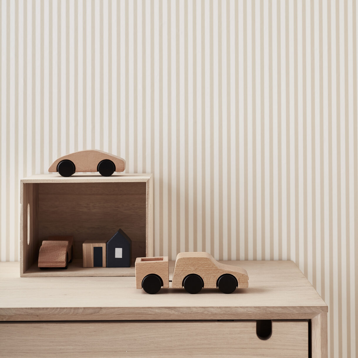 kids concept //木製おもちゃのスポーツカー(wood)