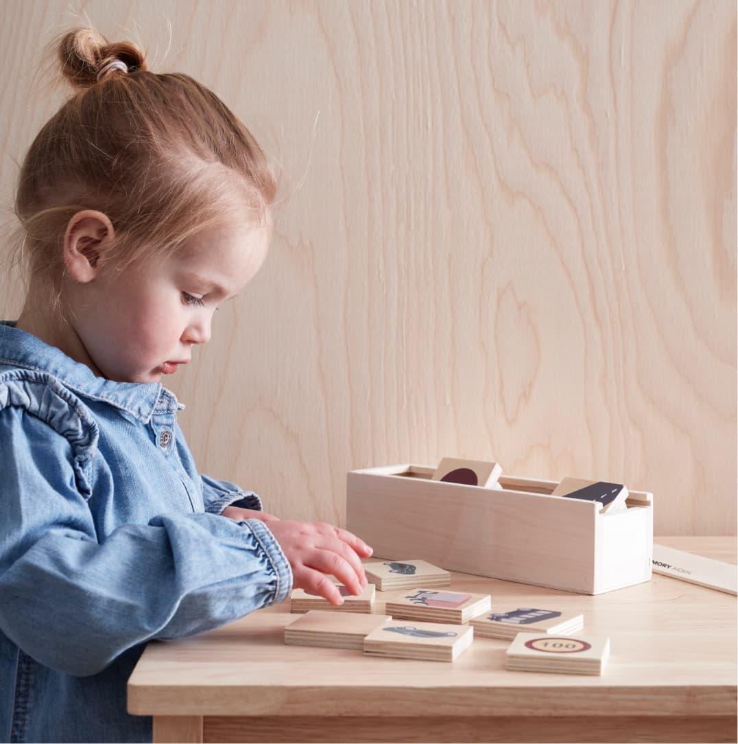kids concept //木製おもちゃのメモリーカード