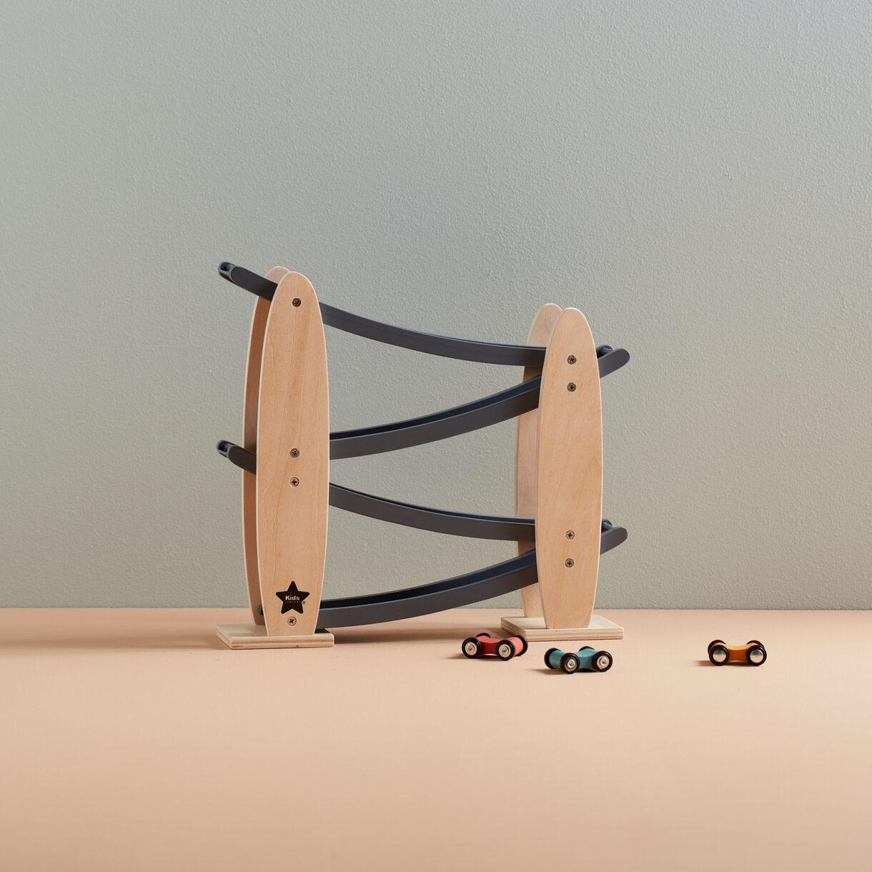 kids concept //木製おもちゃのコロコロカートレース
