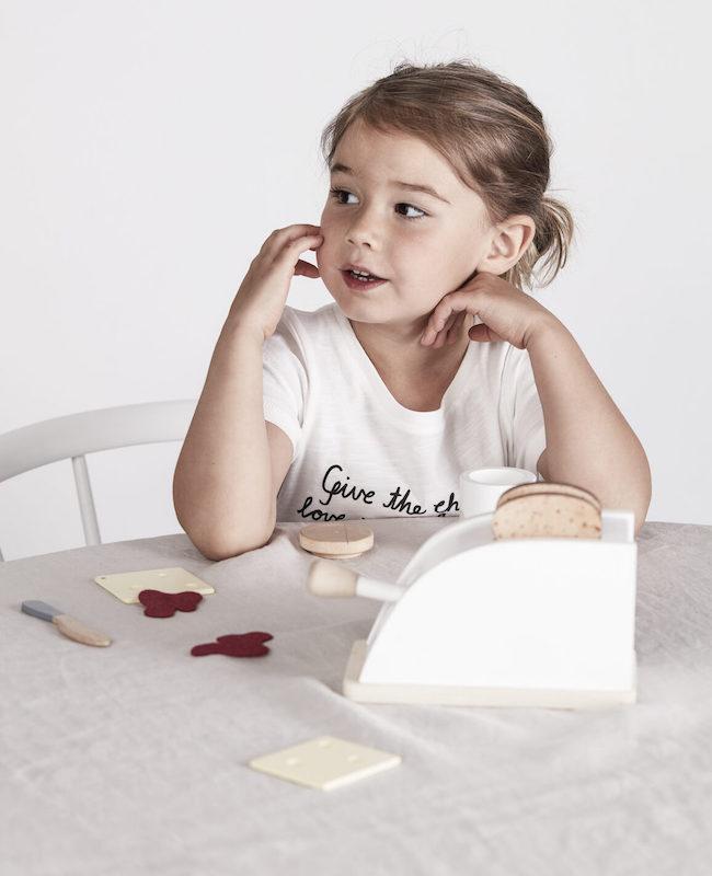 Kid's concept //木製おもちゃのトースター