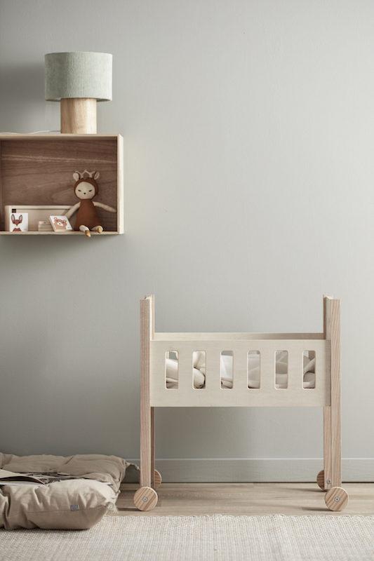 kids concept //木製おもちゃのドールベッド