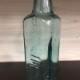 アンティークガラス瓶(中央)