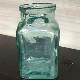 正方形のガラスの小瓶