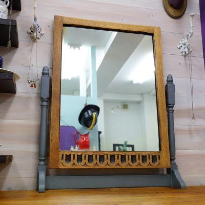 四角鏡のドレッサー