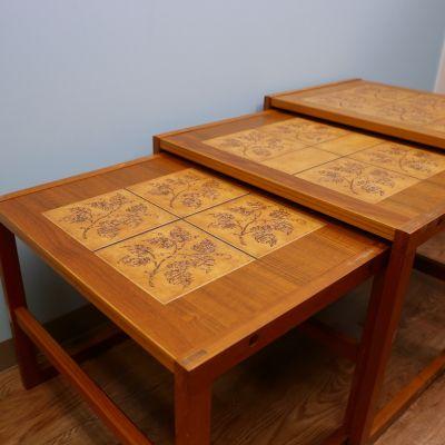 3段天板のタイルテーブル