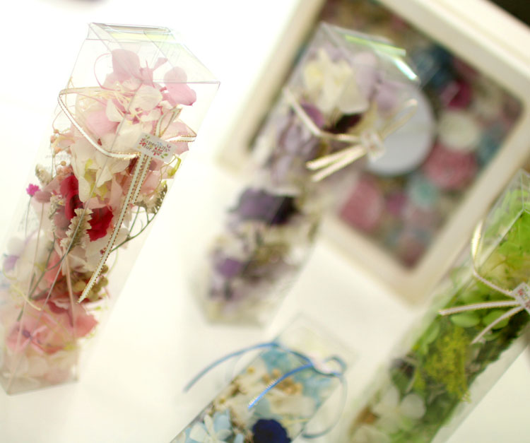 プリザーブドフラワーinクリアBOX (5色から選択可。1ケースに花うるるハーバリウム2本分の材料入)