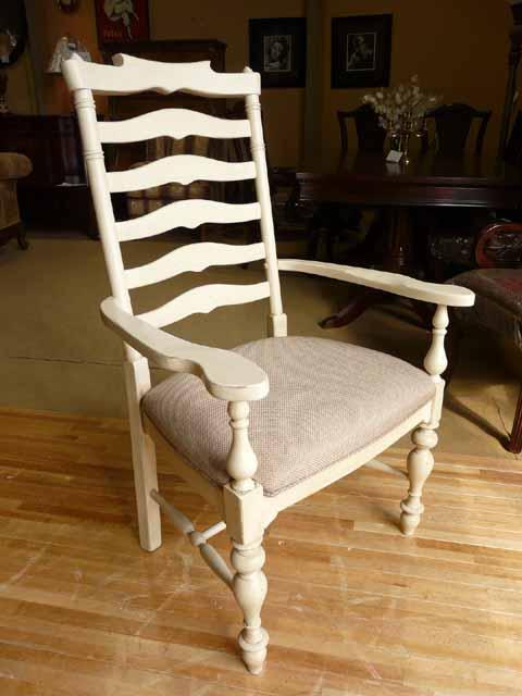 ダイニングチェア 肘付き 椅子 チェア 白 ホワイト フレンチ カントリー アンティーク アンティーク調 高級 シャビーシック クラシック テイスト おしゃれ かわいい 木製 布張り 食卓用 カフェ ダイニング アーム チェアー PaulaDeen996 UNIVERSAL