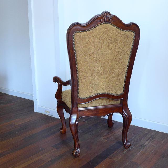 ダイニングチェア 椅子 チェア 肘付き アームチェア 猫脚 猫足 高級 豪華 布 布張り イス アンティーク アンティーク調 クラシカル クラシック テイスト エレガント ダイニング チェアー 大きい 木製 食卓用 茶 ブラウン おしゃれ 409シリーズ UNIVERSAL