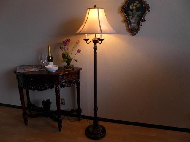 【 訳あり品 】アンティーク ランプ 4灯 ライト スタンドライト ベッドランプ フロアライト スタンドランプ フロアランプ フロアスタンドライト アンティーク調 おしゃれ ベッドサイド 高級 寝室 クラシック テイスト LED シェード シェードランプ 照明 581