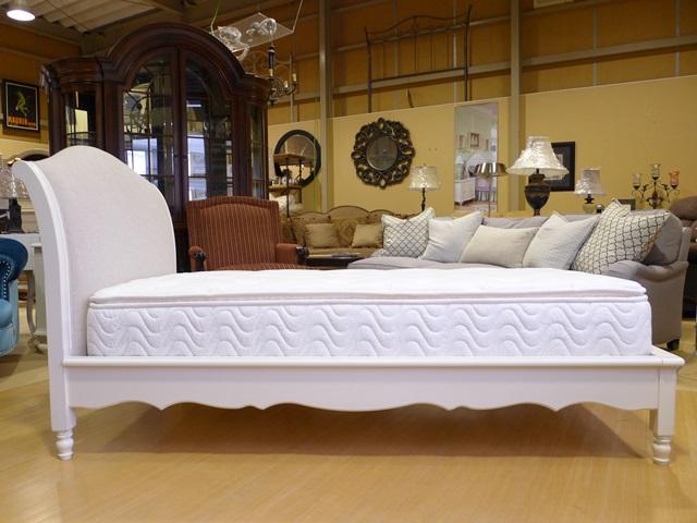 ベッド シングルベッド アンティーク調 高級 姫系 プリンセス エレガント 木製 布張り 白家具 クラシック ホワイト 白 おしゃれ かわいい 寝室 子供部屋 マットレス ベッドフレーム ( マットレス 別売) Avalon 3832 Inspirations Legacy
