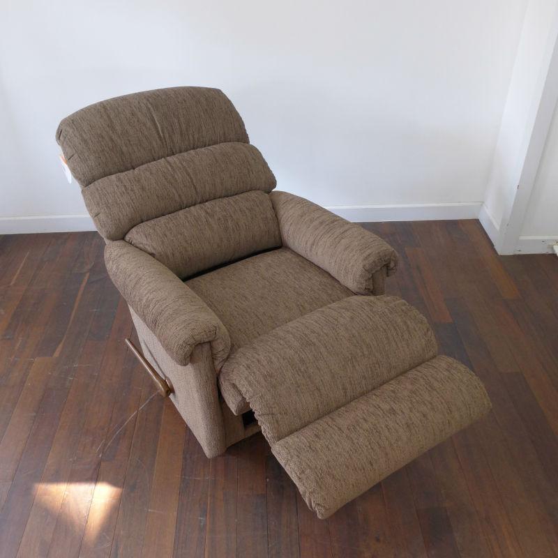 リクライニングチェア リクライニングソファ 一人用 ソファ オットマン一体型 ソファー 一人掛け 1人 ロッキングチェア ロッキング 機能付き 高級 おしゃれ 一人掛けソファ オットマン レイジーボーイ LA-Z-BOY RIALTO 505 Jordon