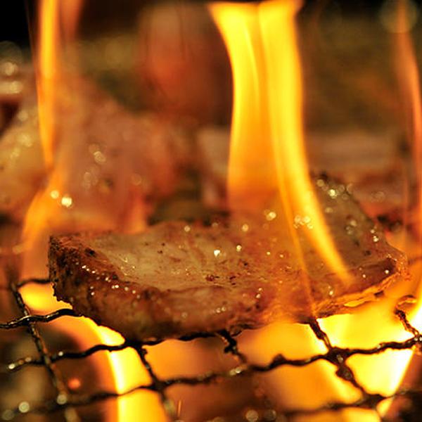 大和美豚の豚焼肉セット 1.28kg 豚ロース:120g×2・肩ロース:120g×2・豚バラ焼肉カット:300g・豚とろ:300g・ソーセージ:5本・岩塩プレート・焼肉だれ:2本 送料無料