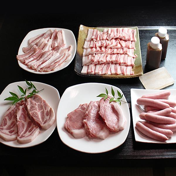 大和美豚の豚焼肉セット 1.8kg 豚ロース:120g×2・肩ロース:120g×2・豚バラ焼肉カット:500g・豚とろ:500g・ソーセージ:10本・岩塩プレート・たれ:2本 送料無料