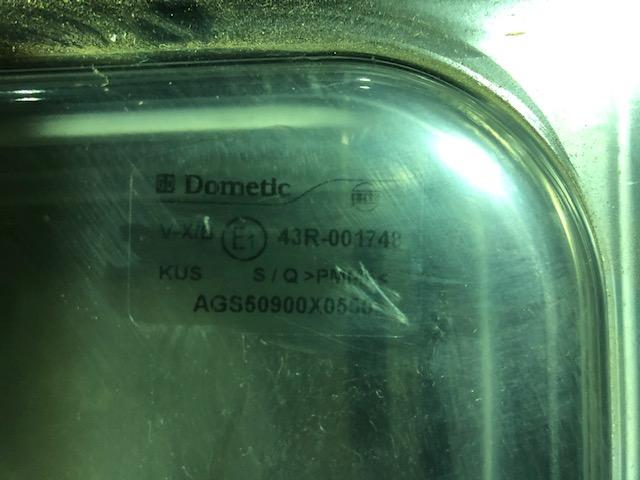 【アウトレット】Dometic S4 アクリルウィンド 押出 900×550