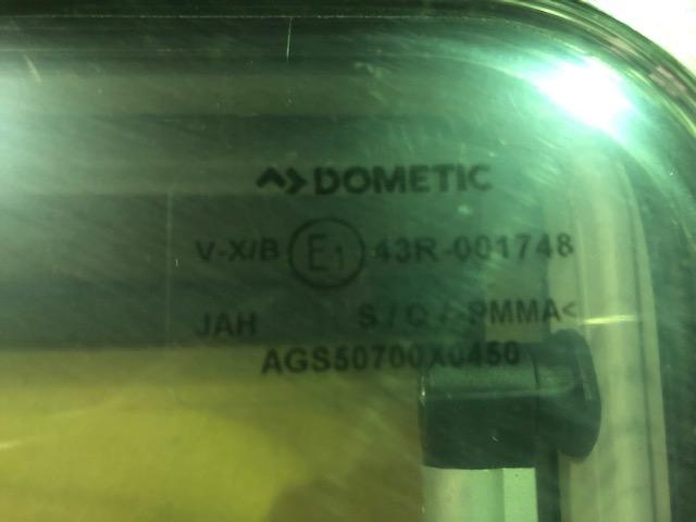 【アウトレット】Dometic S4 アクリルウィンド 押出 700×450