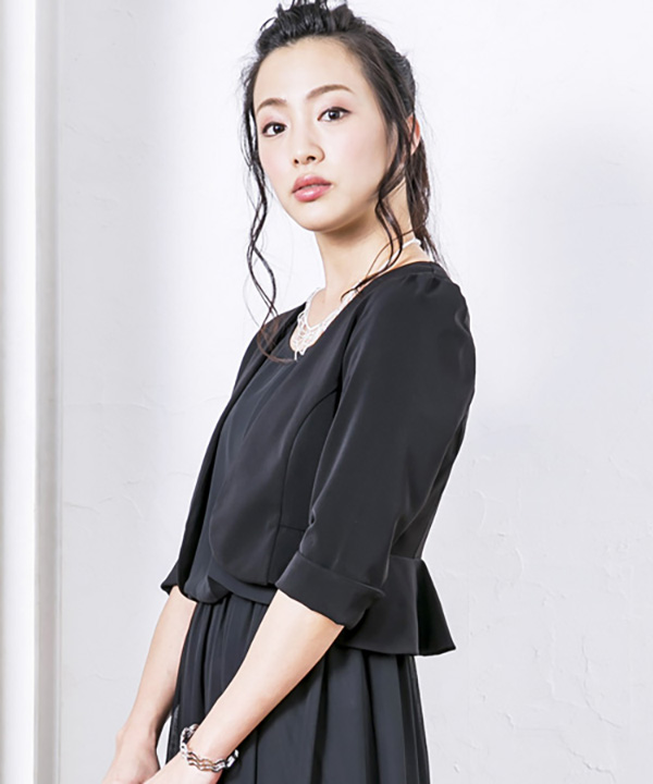 ペプラム裾ノーカラーシンプルボレロジャケット