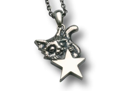 大きな星とネコのペンダント チェーン40cm付き