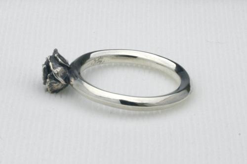 小さな薔薇のリング