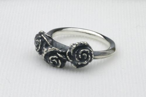 3輪の薔薇のリング