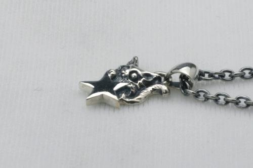 小さな星とネコのペンダント チェーン45cm付き