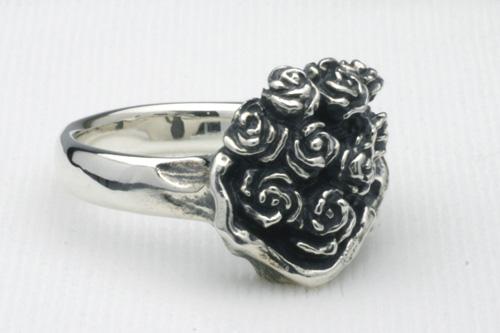 薔薇のブーケのリング