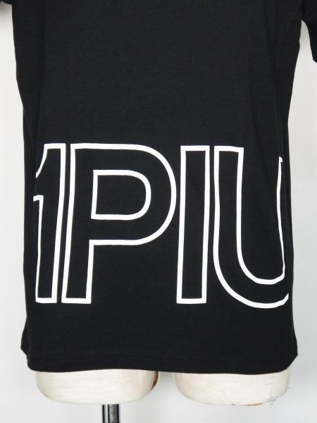 1PIU1UGUALE3 RELAX 「ハイデンシティBIGロゴ半袖Tシャツ」 BLACK