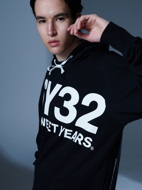 SY32 by SWEET YEARS「BIG LOGO HOODIE」BLACK×WHITE【エスワイサーティトゥバイスウィートイヤーズ・プルオーバーフーディー・ブラック×ホワイト】