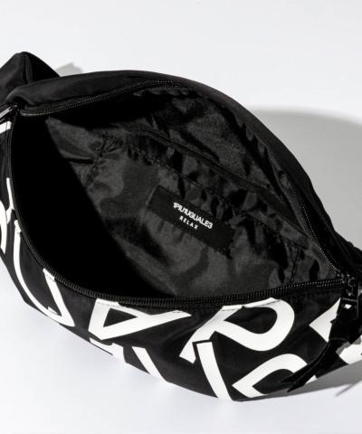1PIU1UGUALE3 RELAX「ランダムロゴウエストバッグ」BLACK