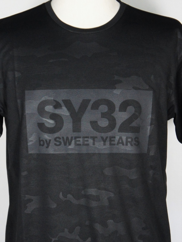 SY32 by SWEET YEARS「EMBOSS CAMO BOX LOGO TEE」BLACK×BLACK